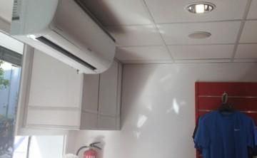 Instal·lació de splits d'aire condicionat
